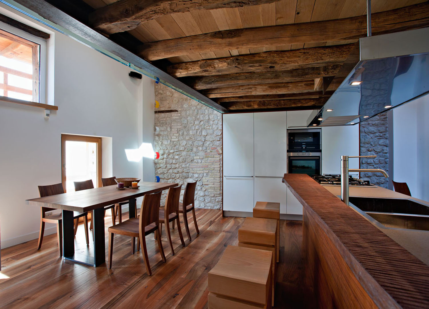 Interior design rustico a pordenone graphosds for How to choose an architect for remodel